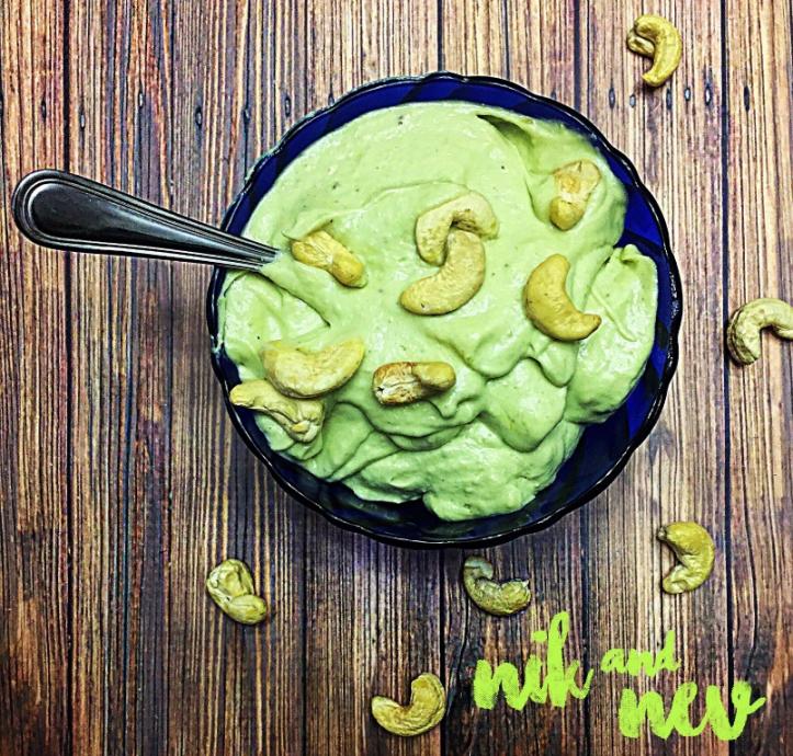 avocado-cashew-smoothie-bowl